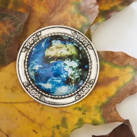 Brooch Earth